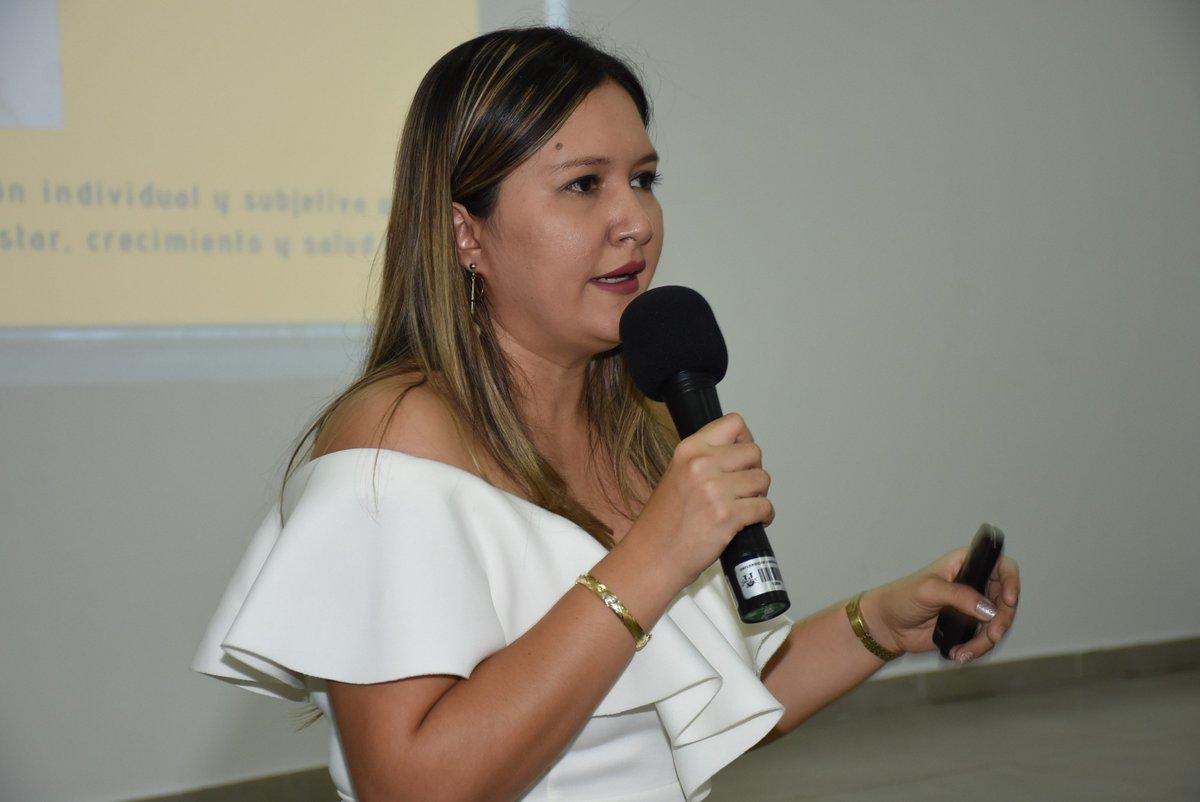 #AsíPasó | Leidy Ortiz Díaz, profesora #UnisimónCúcuta y mentora de @MacondoLab Cúcuta, compartió con los asistentes al #ViernesDeInvestigación Unisimón su experiencia y habló sobre la felicidad en el trabajo y el verdadero significado de la misma. #SomosUnisimón https://t.co/KQ4bGfUrig