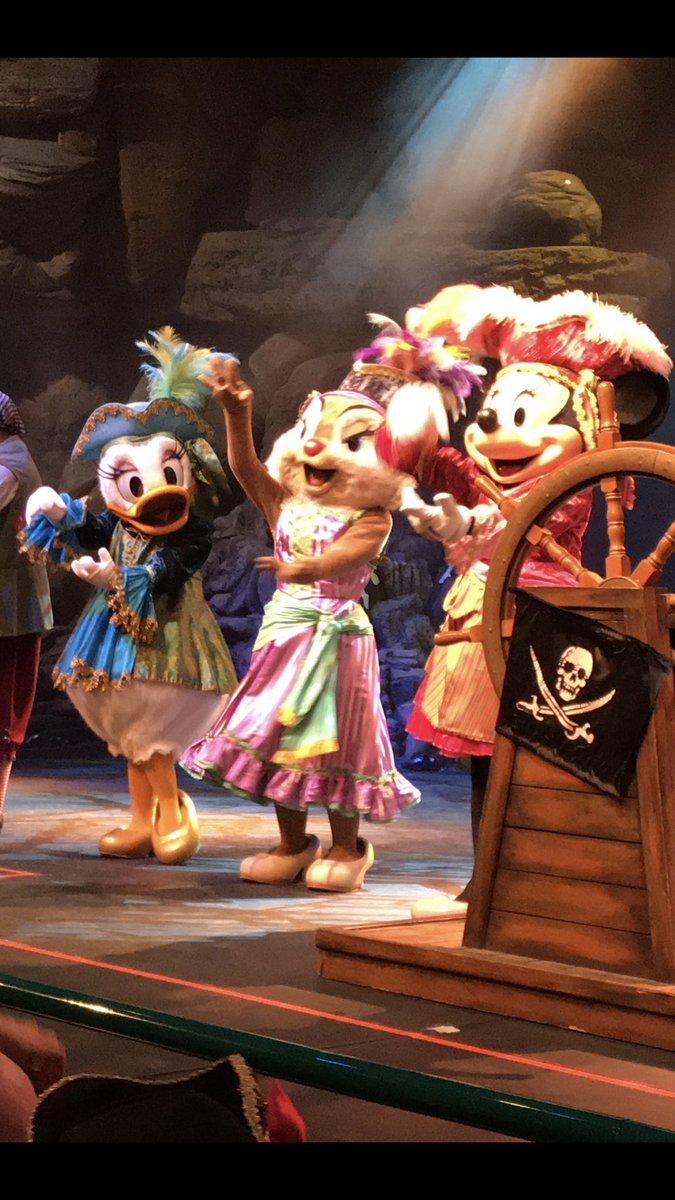 LIVE : Omgg! I LOVE this show! Look at the Three Queens!!😍😱😭#DLPLive #DLP #Disney #DisneylandParis