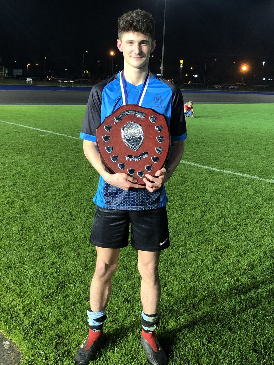 What a nervewracking tense but quality affair tonight as Jack & the @WhitchurchPE Whitchurch HS senior team won a pulsating endtoend @CVSFA Cardiff schools senior final. Jack winning 2 late pens to level game before going onto win penalty shoot out, so proud of him & them 🔵⚫️🏆