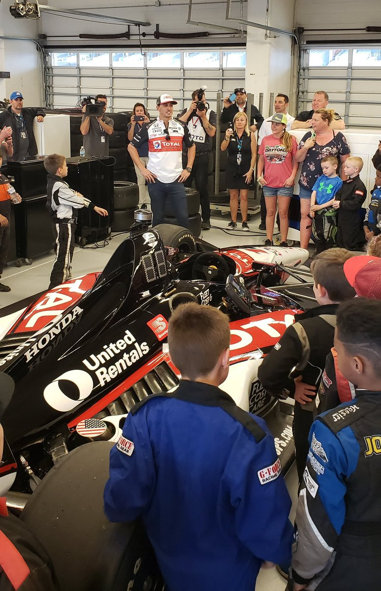 .@GrahamRahal taking the @COTA @USAC25Series racers through the @RLLracing paddock! #HondaPower #FutureIndyCarDrivers<br>http://pic.twitter.com/NpLpQLJzDS