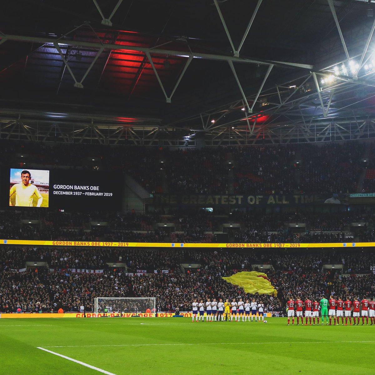 🙏 Remembrances paid by @England and @CeskarePre_Cz at @WembleyStadium:   🏴 Gordon Banks OBE  🇳🇿 Christchurch Attack  👊 Respect.