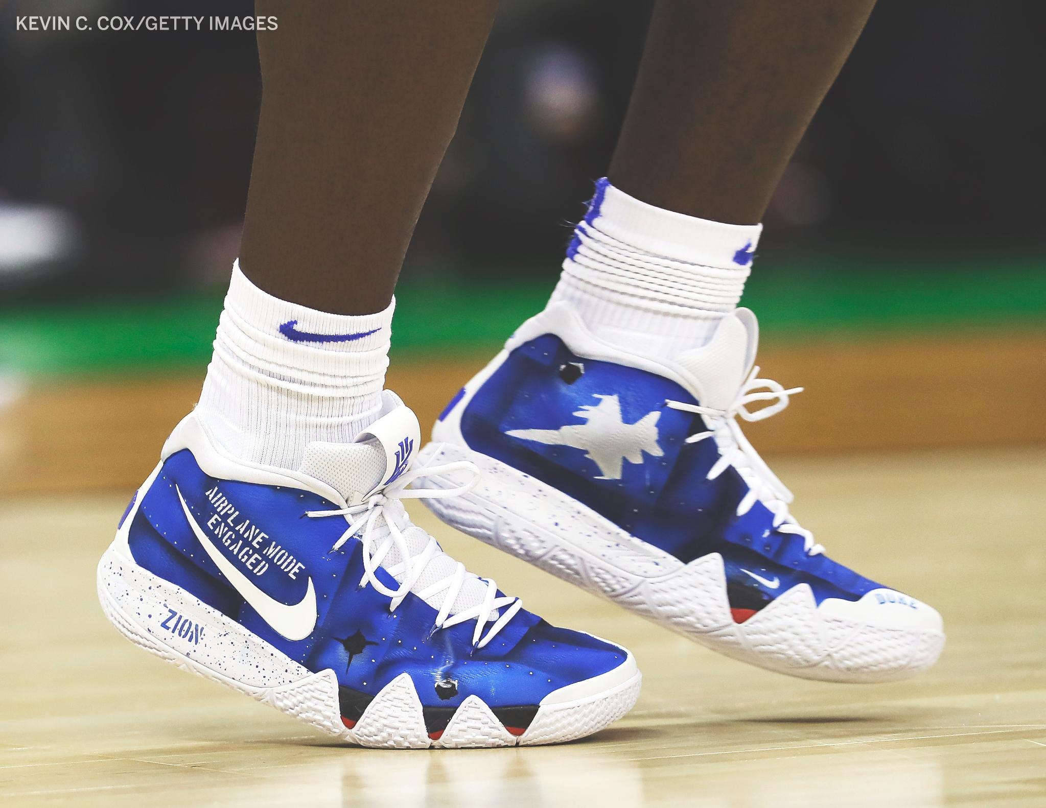 Zion with the custom Kyrie 4s ✈️  The right shoe with 'airplane mode engaged' and the left with 'takeoff imminent.' https://t.co/dxNgBczoMk