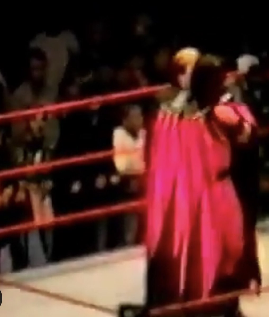 Some Old Ass Footage Of Kane From 1997 Wearing A Cape Floating Around  What The Fuck? @WWE <br>http://pic.twitter.com/myxNymvd7v