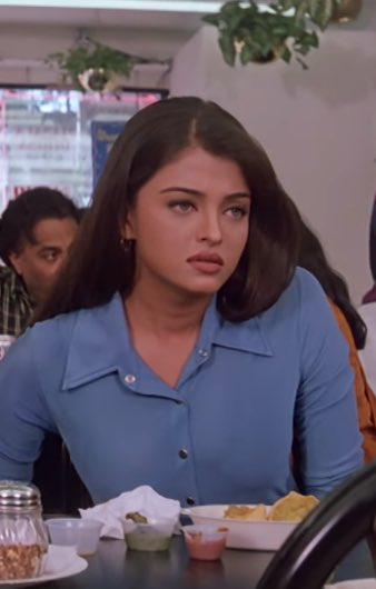 a young aishwarya rai in the 90s. she's absolutely gorgeous! <br>http://pic.twitter.com/OLk4XDyf0i