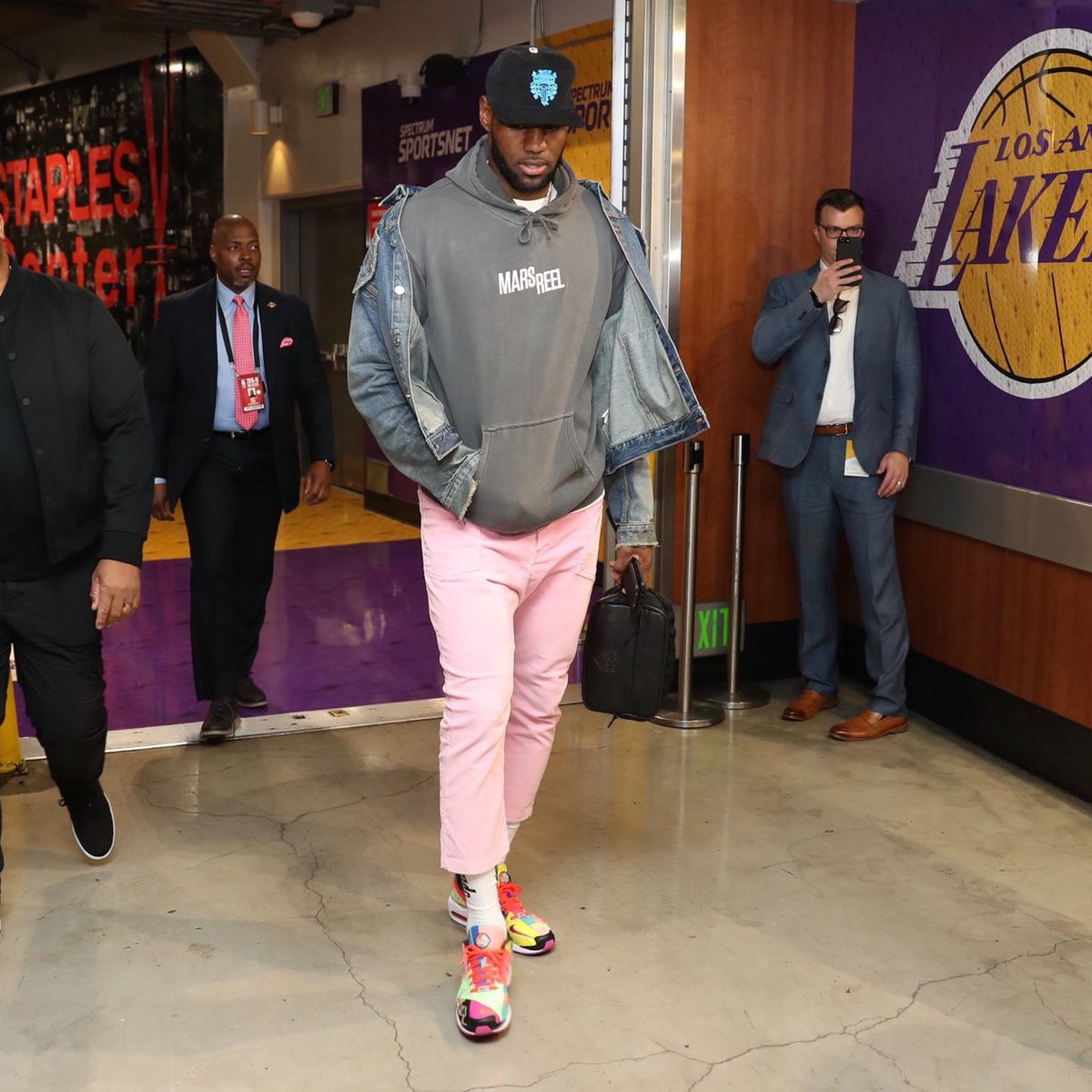 best authentic 28561 2ccba kingjames pulled up in the atmos x nike air max2 light. 📸   lakers