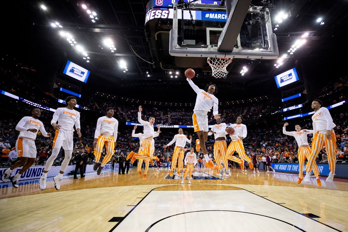 TIME / TV UPDATE  🏀 #Vols x @IowaHoops  🗓 Sunday, March 24 📍 Columbus, OH ⏰ 12:10 ET 🎟️ http://1tn.co/2F8A3sO  📺 @CBS  🎙 @BAndersonPxP / @realchriswebber / @ALaForce   #MarchMadness