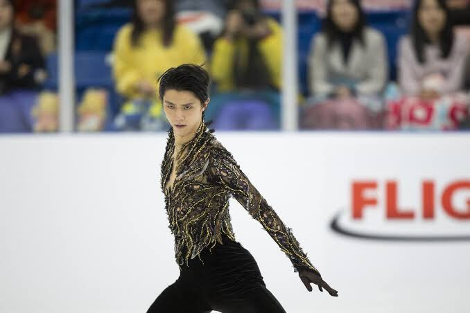 Show them the origin of your passion, your strength, your power. Show them the truest original meaning of figure skating.  #WeLoveYouYuzu  #羽生結弦 <br>http://pic.twitter.com/sMYmse57Pt