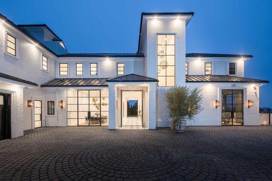 RT @AthletesLux: LeBron James' $23 Million Brentwood, California Mansion https://t.co/Tu5Vtu85LX