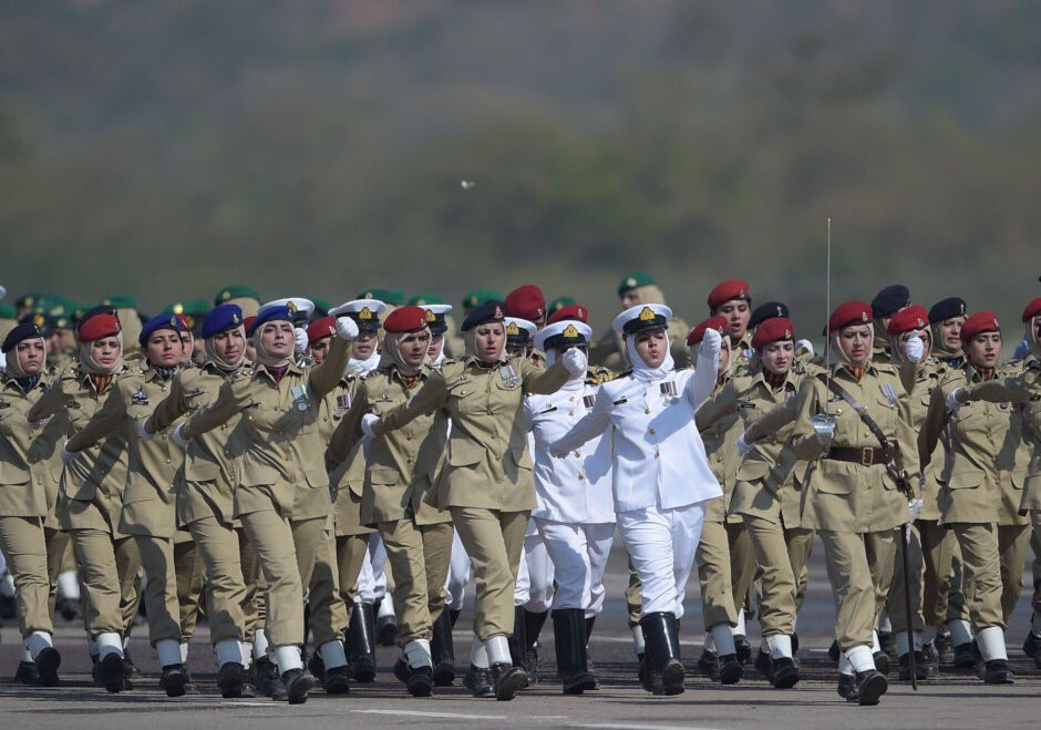 في عيدها الوطني.. باكستان تدعو للسلام مع الهند وتعرض قدراتها العسكرية D2UxX0ZWsAACaKN