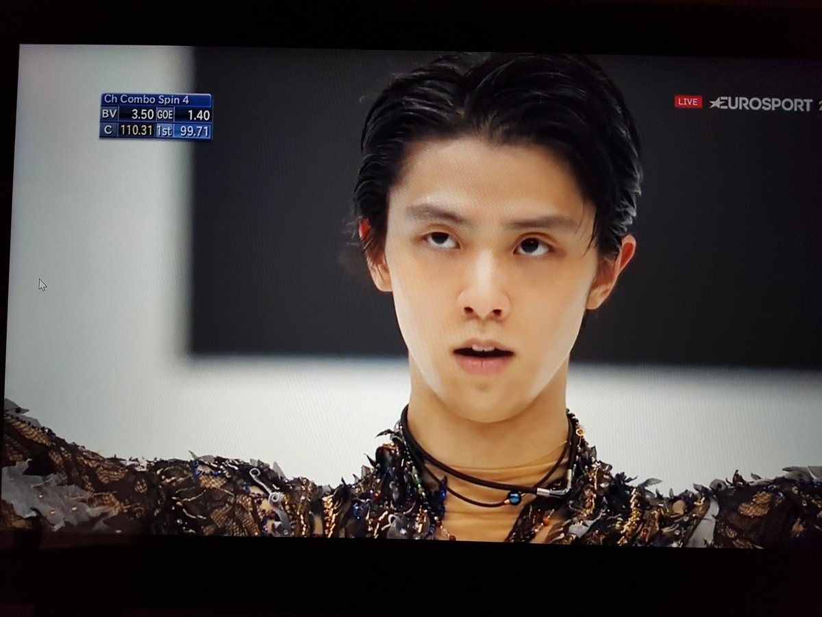 Everyone: a proud crying mess  #WeLoveYouYuzu #WorldFigure<br>http://pic.twitter.com/0LPO9pQ8WH