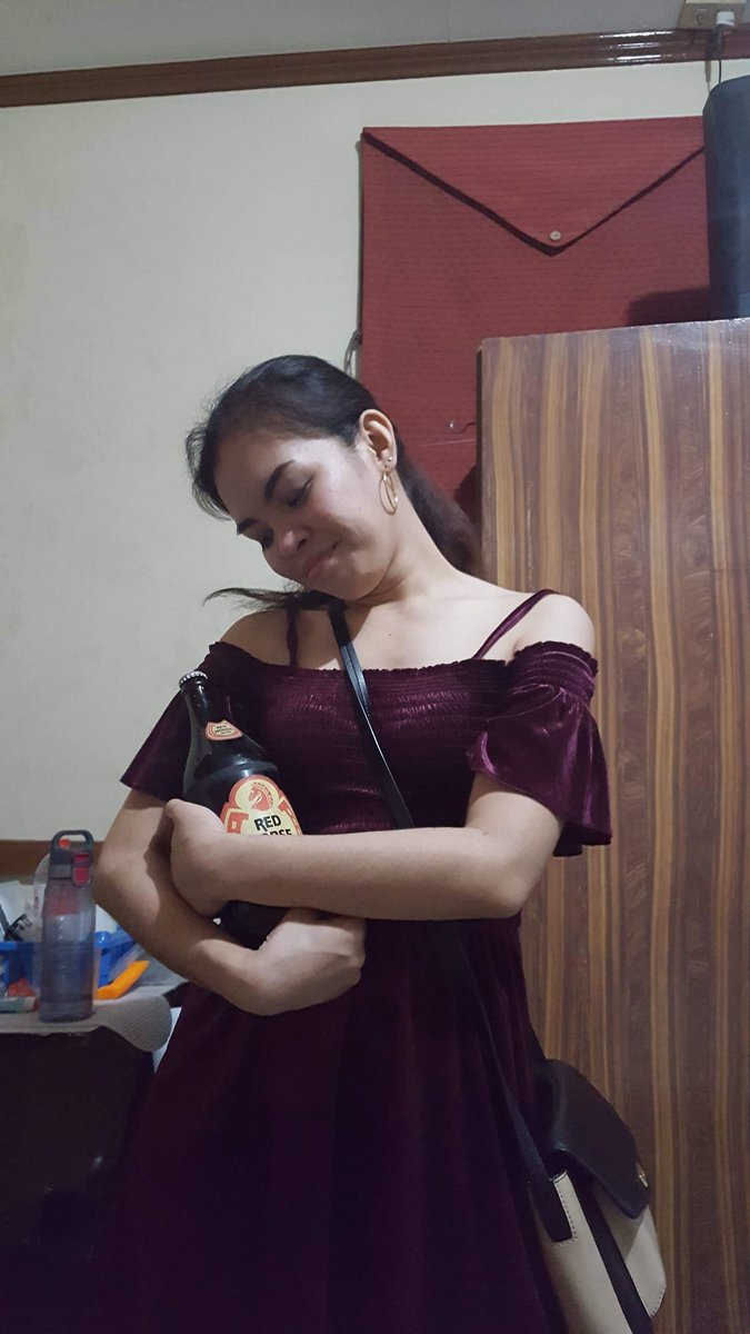 "Tanya M*khaela D. Perater Dumaguete City Cum Laude Intern of the Year ni Maam Chr*spy Most Outstanding Gunner Palahubog of the Year Top 1 sa heart ni *  Motto in life: ""chug like there's no tomorrow""  <br>http://pic.twitter.com/crbsVaFVRy"