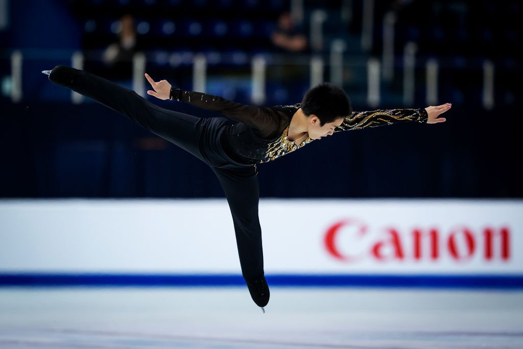 It's time for the men's free skating at the World Figure Skating Championships.  Watch live coverage on the BBC Sport app now, and on the Red Button from 08:30 GMT.  👉 https://t.co/0CdHIftOJw https://t.co/Oo13XDiapX