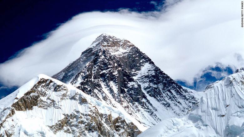 Glacier melt on Everest is exposing the bodies of dead climbers https://t.co/rRYe2BPre5 https://t.co/FNJOJ4xIlz