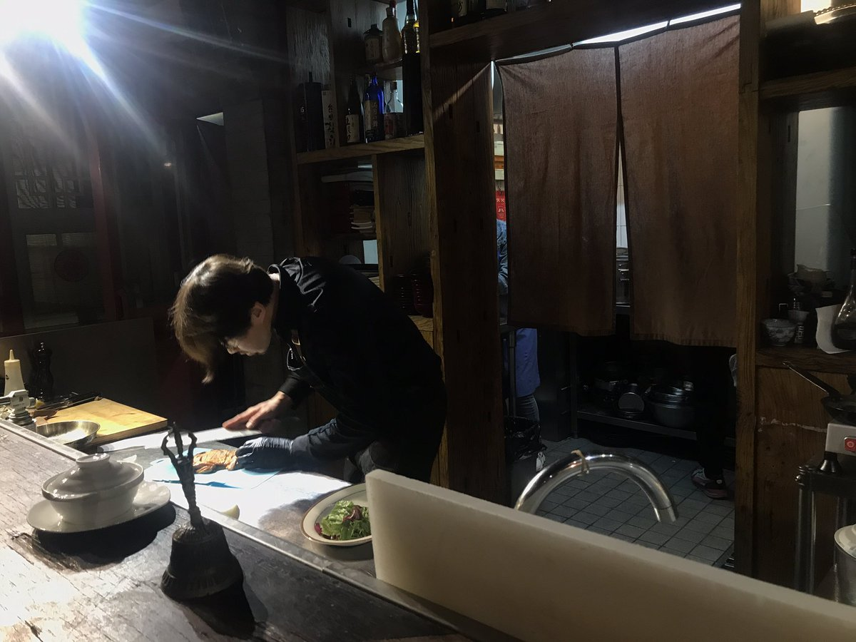 """黄老师's restaurant is filled with Jackys heheh  he even came out and said """"oh? You guys all came straight after (Journey 328)?""""  <br>http://pic.twitter.com/k42IMQ0Kht"""