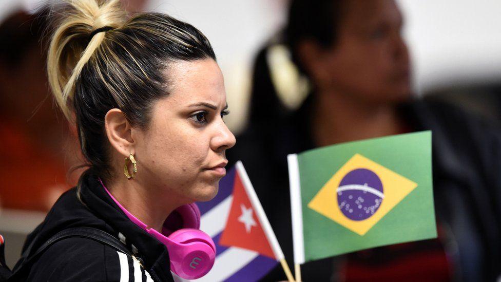 """""""Uno se cansa de ser explotado"""": la historia de médicos cubanos que se quedaron en Brasil tras la llegada de Bolsonaro al poder. Por @bbcmundo.  https://www.animalpolitico.com/bbc/medicos-cubanos-brasil-dificil-situacion-bolsonaro/…"""
