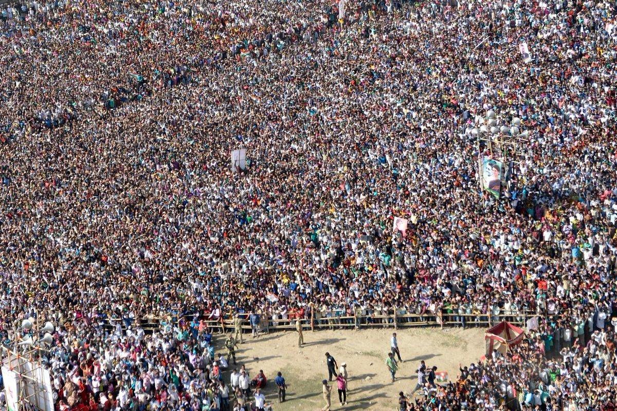 Huge crowds gather in Malda, West Bengal to hear Congress President @RahulGandhi address a public rally.   #HridMajhareRahul <br>http://pic.twitter.com/c2CASbOuaU