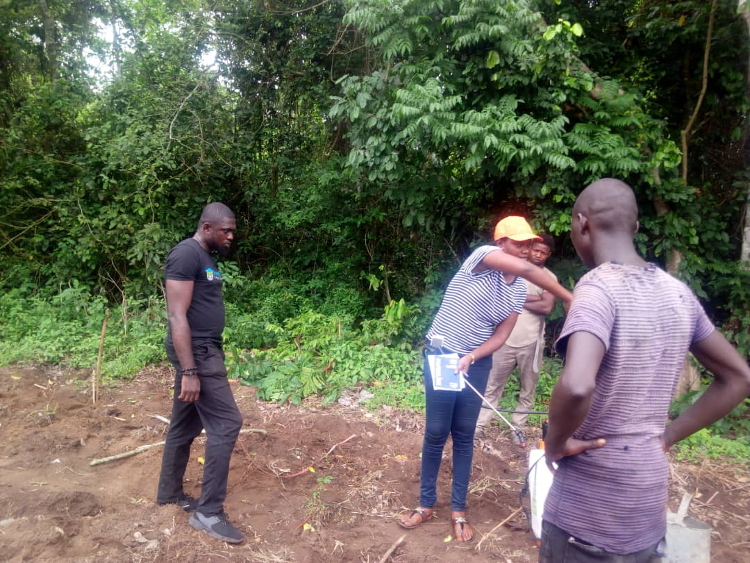 Yesterday i facilitated trainings for 2 young farmers on this platform with 2 of their herbicide spraying specialist(HSS) on safe&amp; efficient use of #herbicides,calibration,safety measures&amp;use of IITA Herbicide calculator Can you identify the participants?  #agribusiness #trainer<br>http://pic.twitter.com/eEzkGviYTF