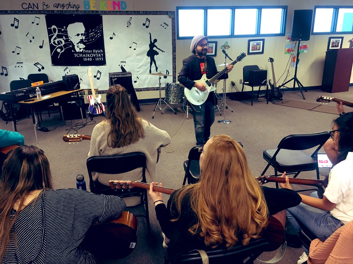 @littlekidsrock Modern Band 102 happening this morning! @AnaheimElem #professionaldevelopment #MusicEducation <br>http://pic.twitter.com/fl5ddfQ4zS