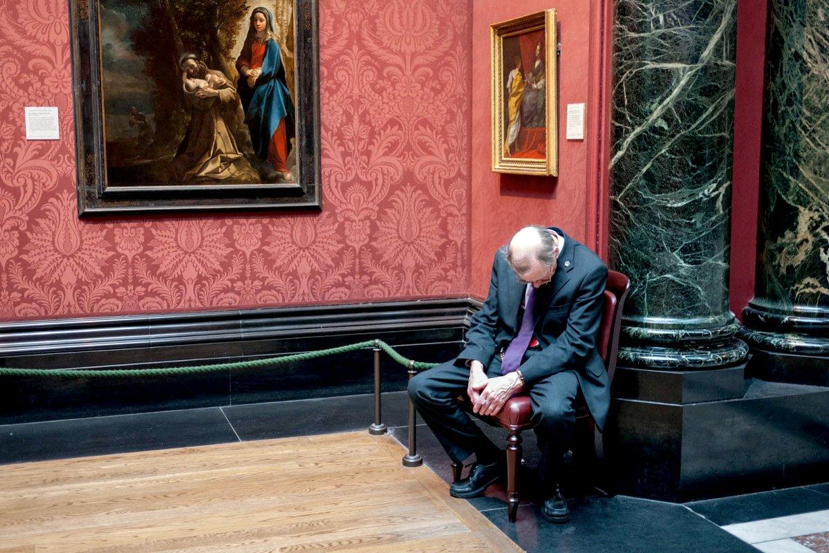 своем посте смотрители музеев фото что после