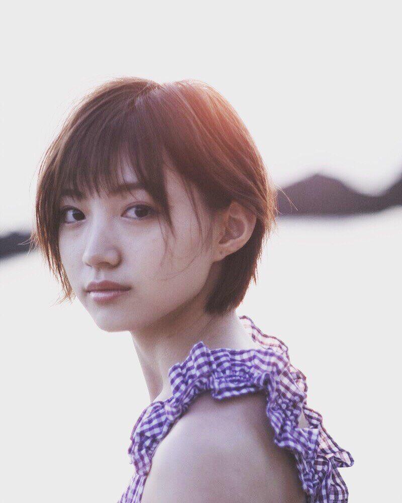 太田夢莉写真集「ノスタルチメンタル」のオフショットが公開される