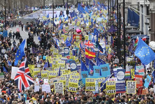 This photo shows the size of today's march #PeoplesVoteMarch #PutItToThePeopleMarch https://t.co/Q7Tu9DpbZo https://t.co/U9lCHd0zvD