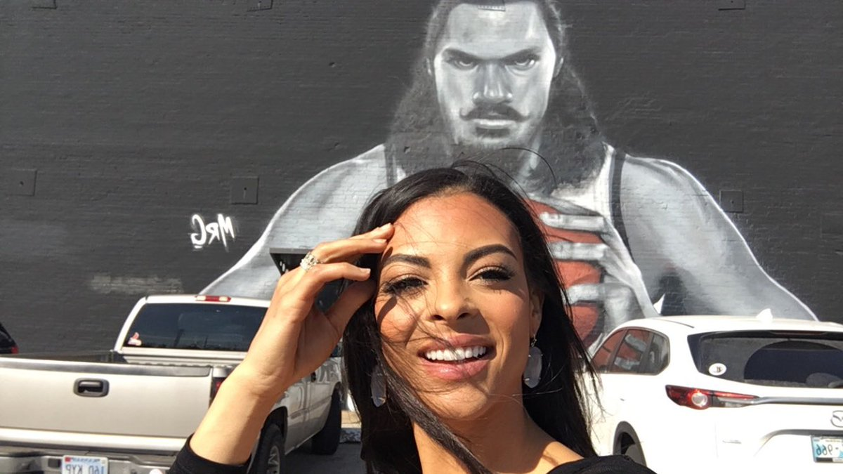 Finally found the wall so of course I took a selfie! Hey Steven Adams ! 🏀💫 —————— #OKCThunder #missoklahomausa #trianabrowne #MUO #StevenAdams