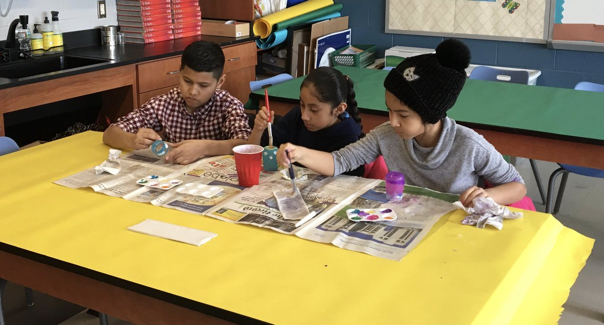 Our fourth grade students designing a vase during It's a Wrap! #ALK #SaturdayFunday <br>http://pic.twitter.com/IHHUxHudg2