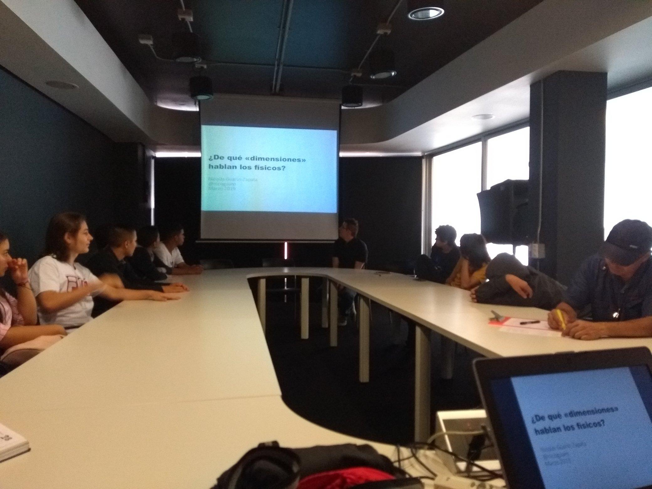 Inicio de la sesión, primera diapositiva y conferencista Nicolas Guarin.