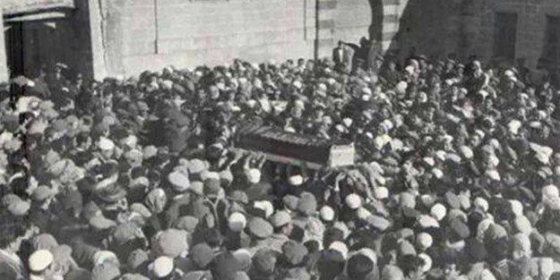 """Yeni Akit Gazetesi on Twitter: """"Bediüzzaman Said Nursi'nin bilinmeyen cenaze fotoğrafları https://t.co/Z1ybhHDmKS… """""""