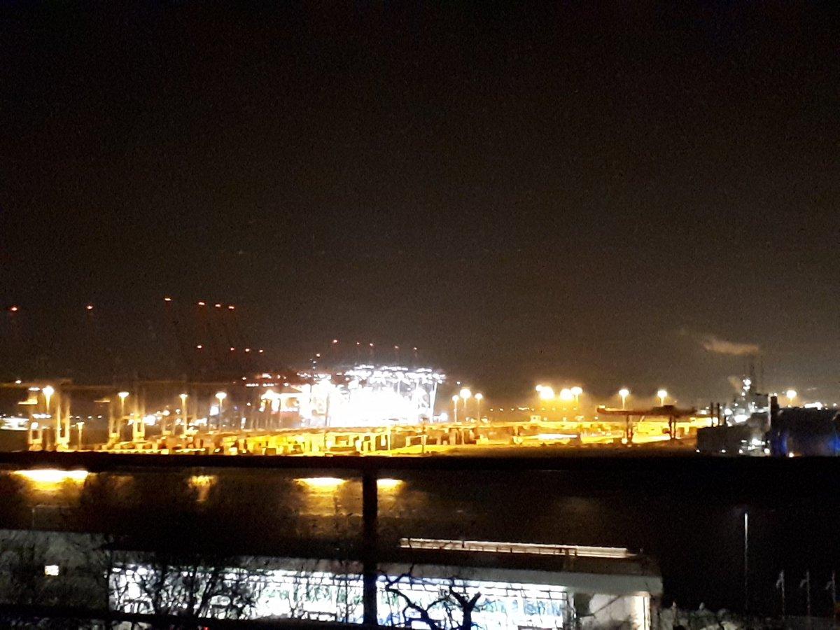 Blick auf Eurogate und Burchardkai bei Nacht, vom Altonaer Balkon aus