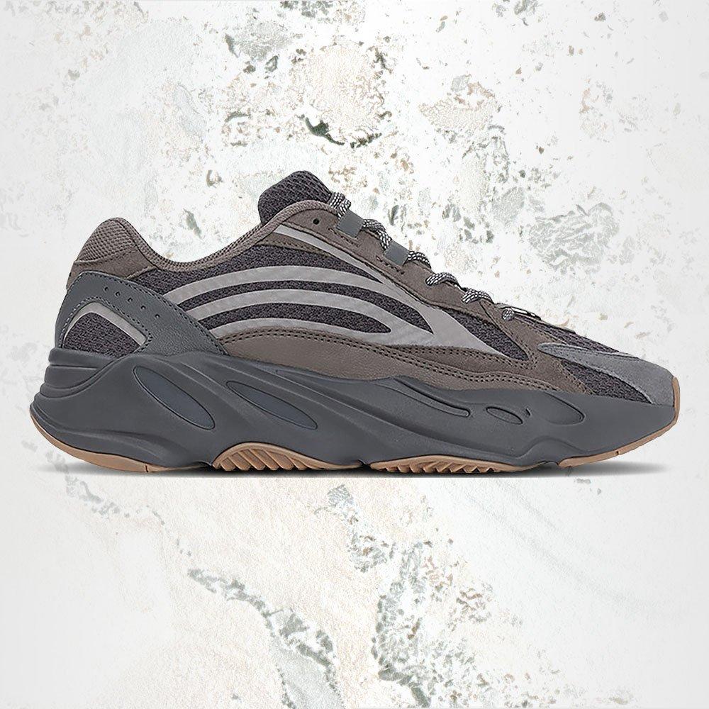 3110e35e Cop the kicks here: https://stockx.com/adidas-yeezy-boost-700-v2-geode  …pic.twitter.com/bVamzIKGFb