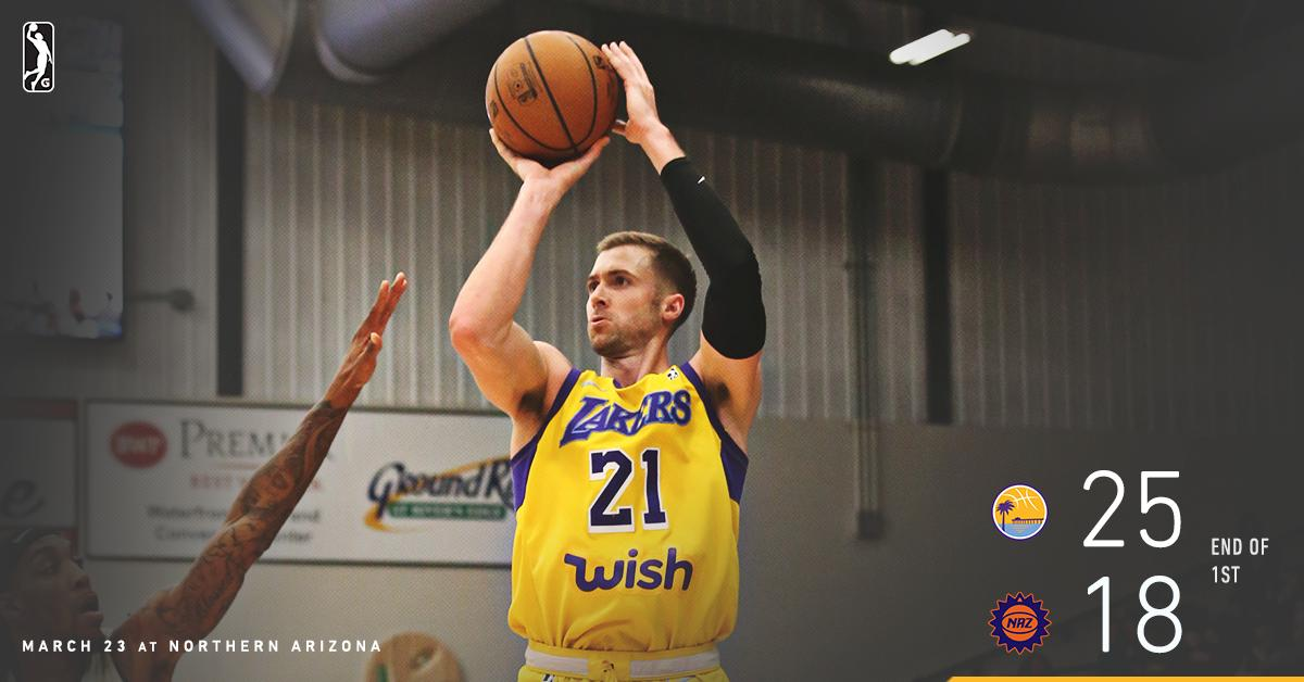 .@TravisWear buried 3️⃣ threes in the first 2️⃣ minutes of the game to help South Bay to a first-quarter lead. 💪  💻 Facebook Live » https://on.nba.com/2WltZEd