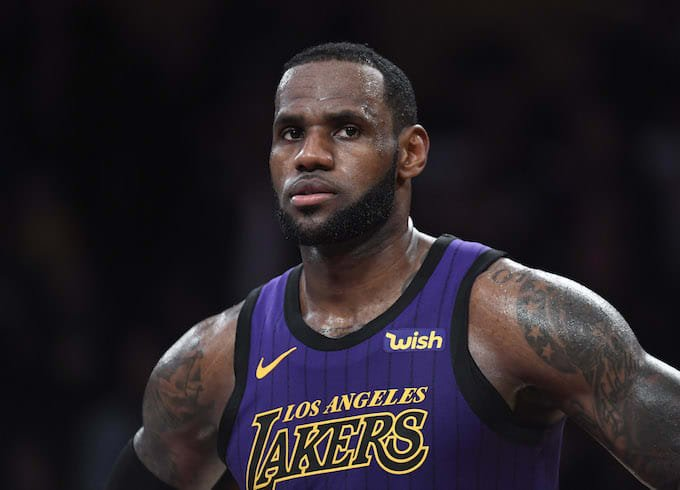 It looks like LeBron James' groin injury was much more severe than he let on. A physical therapist said he was playing through 'pain, pain, pain' https://trib.al/tuw9pxK