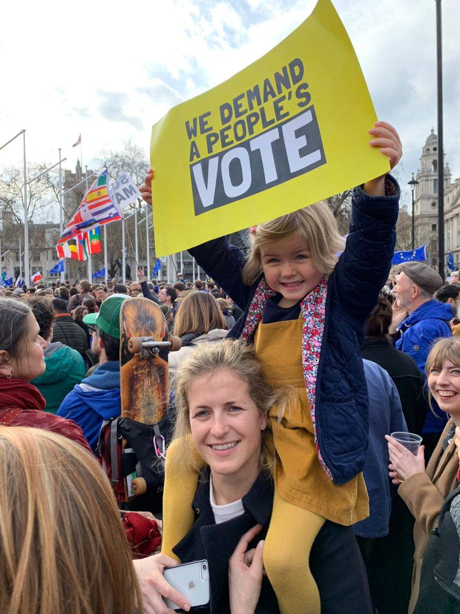 Tens of thousands marched through central London on Saturday demanding a second referendum https://t.co/O4YWgA5J4O https://t.co/7Qnx104vDX
