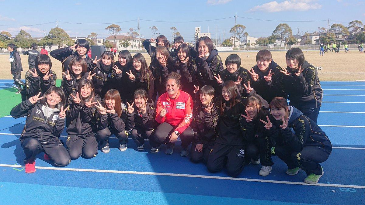 Milagros Martínez posa junto a sus jugadoras del Suzuka Unlimited.