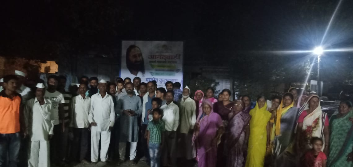 The entire village of Anandawadi in District Beed, Maharashtra burned tobacco & gutkha for Holi & took a pledge to keep the village free from addictions. Padmakar Kulkarni & Ghanashyam Dalawi have been teaching @ArtofLiving programs for the last one year there. #DrugFreeIndia