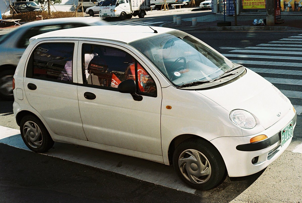 Where do they get the nerve to put 4 doors on a #Daewoo #Matiz? pic.twitter.com/cos6oEL8qR