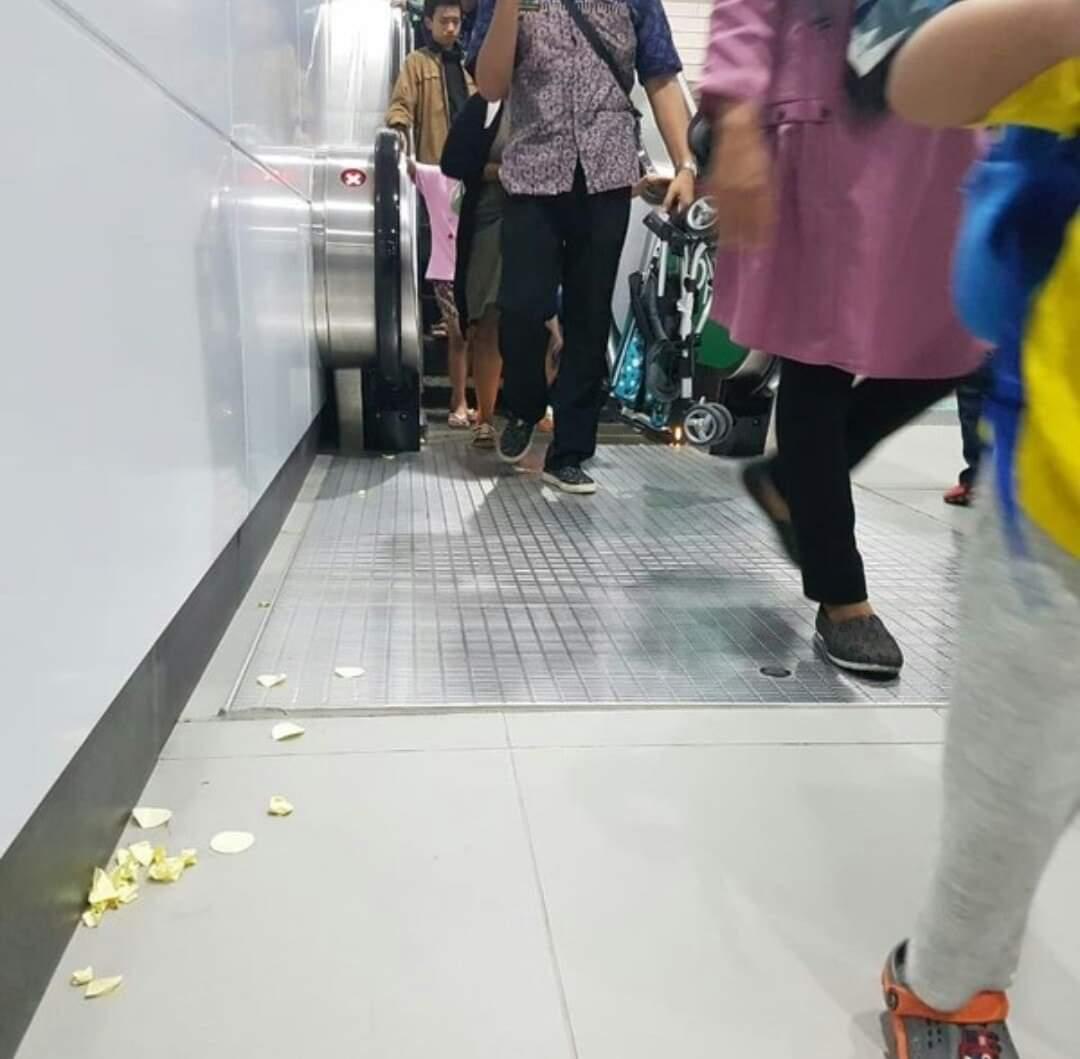 Mental manusianya belom siyap buat MRT yg bersih, tertib, dan disiplin