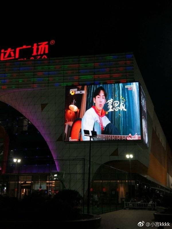"""currently, 我们的师父 &lt;My Brilliant Masters&gt; preview is shown in many malls and broadcasted on TV in china :"""")  starting 30th march, every Saturday 10pm CST don't forget!!!!!  <br>http://pic.twitter.com/vQH6qWPExG"""