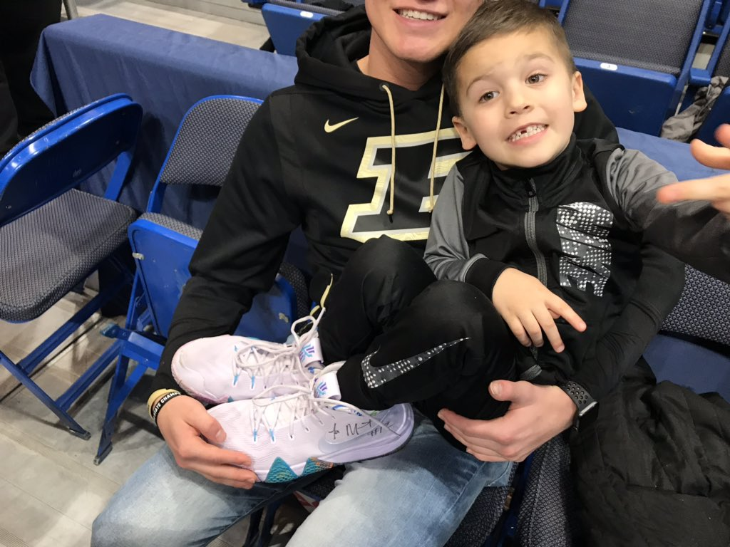 Pure class.  After his team's loss to Florida State, Ja Morant made a young fan's day 👟  (via @BoilerBall)