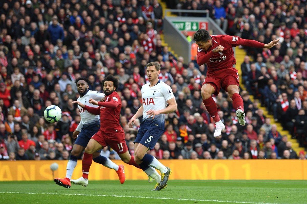 Firmino menyundul bola yang berbuah gol.