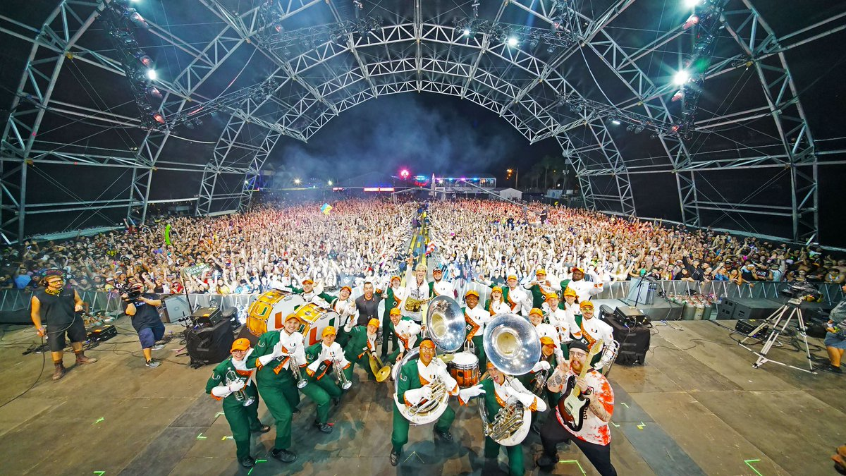 Thank u @ultra my heart feels full 🥰 shouts to @univmiami Frost band of the hour for playing w me, that was incredible!