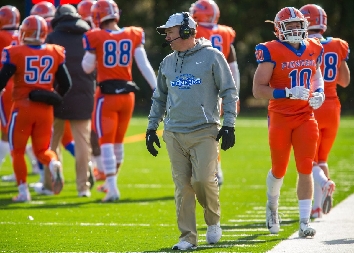 a5856c961 ... into the WFCA Hall of Fame Saturday night!  https   www.letsgopioneers.com sports fball 2019-20 releases 20190331gxu2zh  …pic.twitter.com GJFvMili6Y