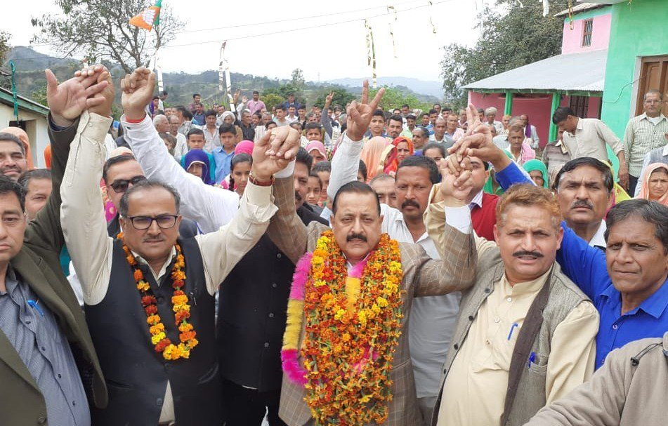 """#ElectionCampaign #Kathua:""""Congress has ganged up with NC, PDP..."""" Read: https://www.facebook.com/1489647731256741/posts/2387052648182907/…  #PhirEkBaarModiSarkar"""