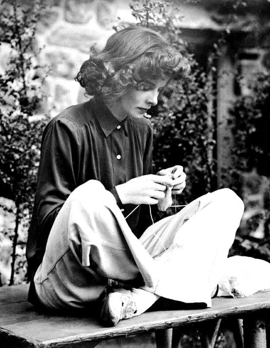 Katharine Hepburn knitting on the set of Bringing Up Baby, 1938 #womensart