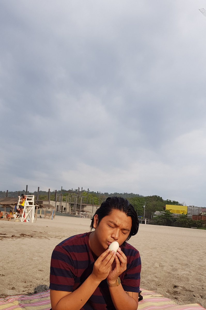 Just a man and his balot. <br>http://pic.twitter.com/VDskjWKa2v