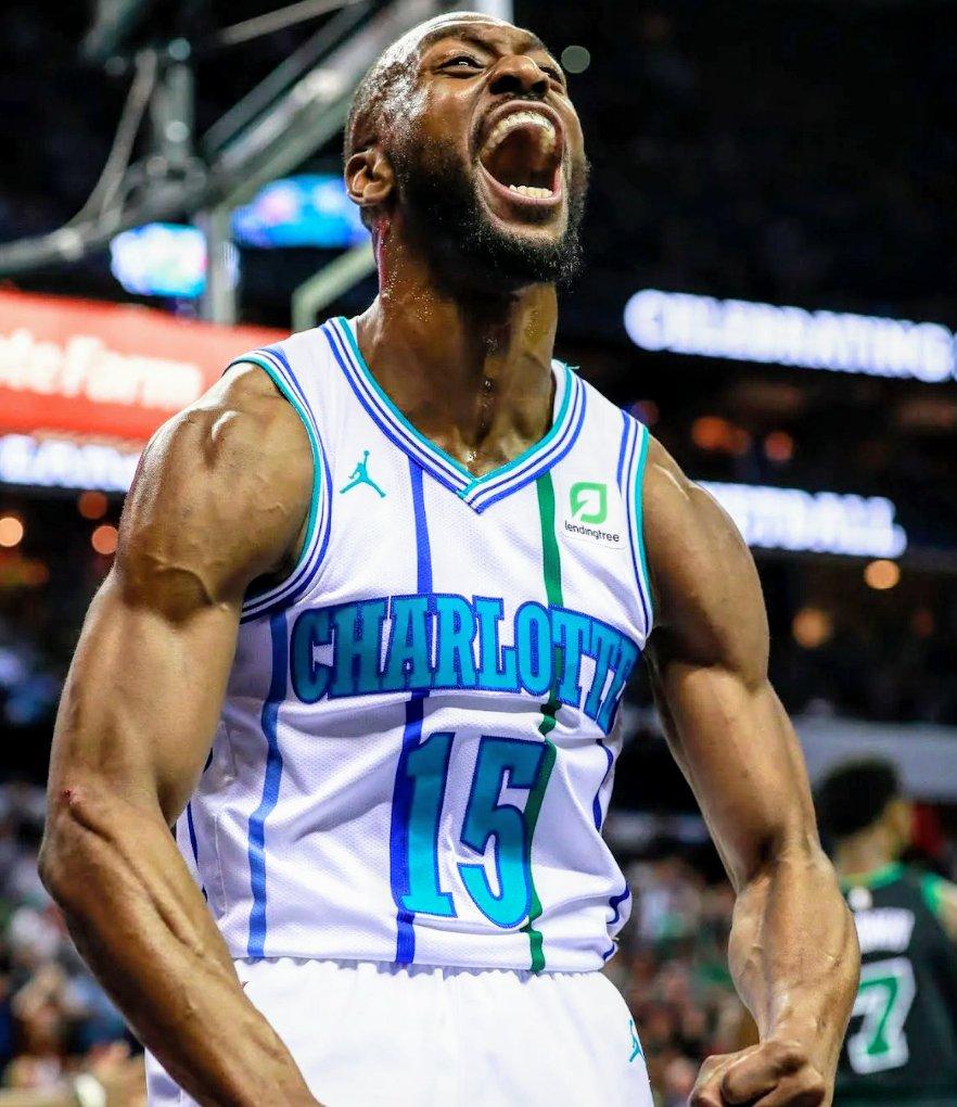 Se avete Sky o un NBA League Pass andatevi a vedere l'ultimo quarto di questo signore perchè è veramente un clinic di basket che vale la pena essere visto! 🤩  #Kembalicious ❣️  #BOSvsCHA #KembaWalker #NBAtipo #SkyNBA #NBAtwitter #NBA