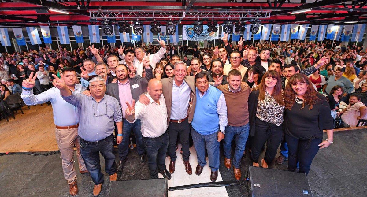 Junto al Gobernador @arcionimariano recibimos el apoyo del Sindicato Empleados de Comercio en Comodoro Rivadavia. Gracias a todos,sin dudas vamos a lograr los objetivos todos juntos, por que Chubut Gana Si Estamos Todos  #ChubutAlFrente https://t.co/bxhAJSaZtR