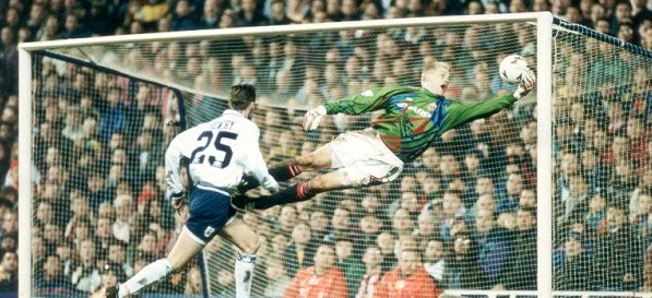 Who is the All Time best #ManUtd Goalkeeper 🤔  RT for Peter Schmeichel LIKE for David DeGea  For tickets to see the @OffsideTrust vs @Hollyoaks Match please click here 👉 https://www.eventbrite.co.uk/e/the-offside-trust-xi-v-hollyoaks-xi-celebrity-charity-football-match-tickets-55274992992…
