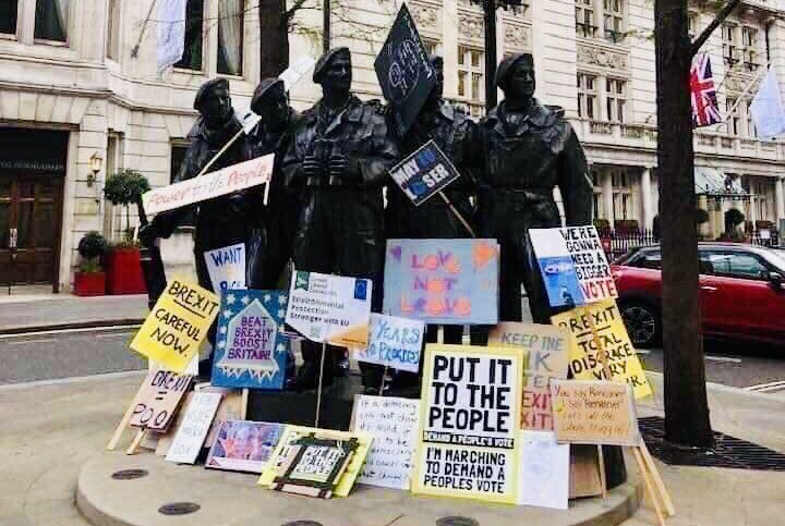 'One million' march to STOP Brexit: Organisers of People's Vote protest in London claim biggest turnout since Iraq march in 2003 - as petition to cancel withdrawal hits 4.5 million D2bW3DpXcAA8BAh
